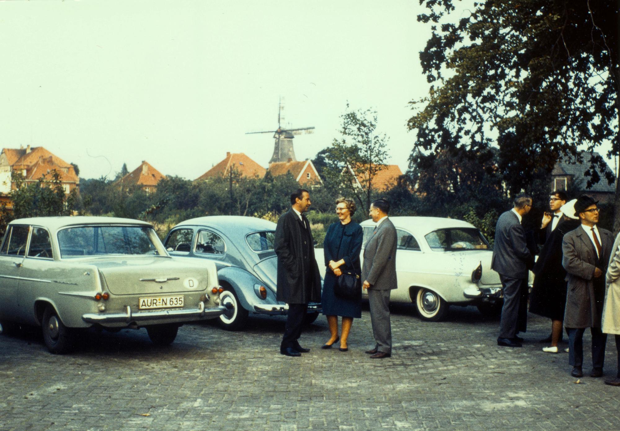 Marianne Englert im September 1963 auf dem Archivtag in Aurich (mit Weber SDR)