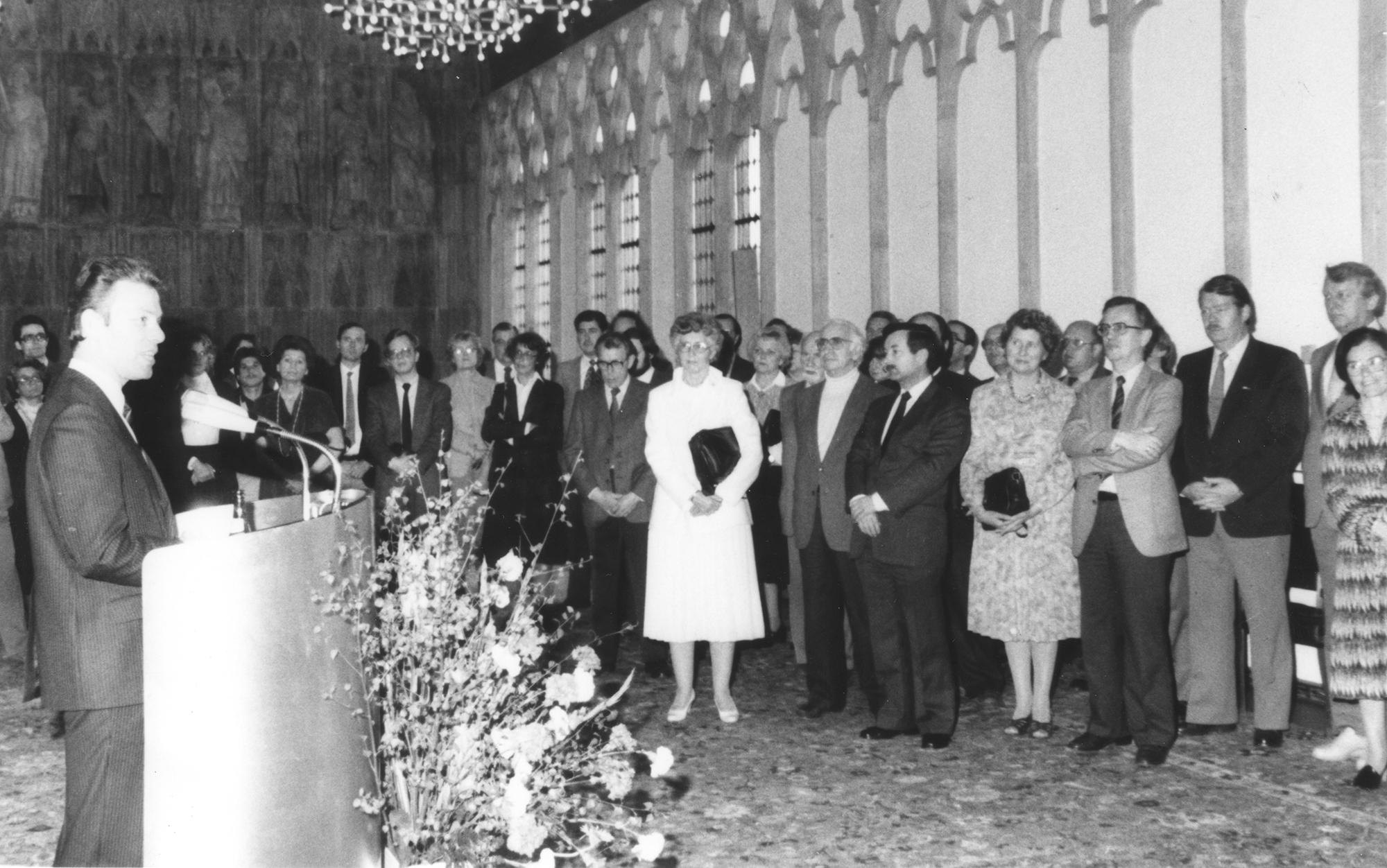 Marianne Englert (in weiß) 1982 in Köln beim Empfang der Stadt (mit Seeberg-Elverfeldt Höpfner Frau Reese Lotichius Herr Reese)