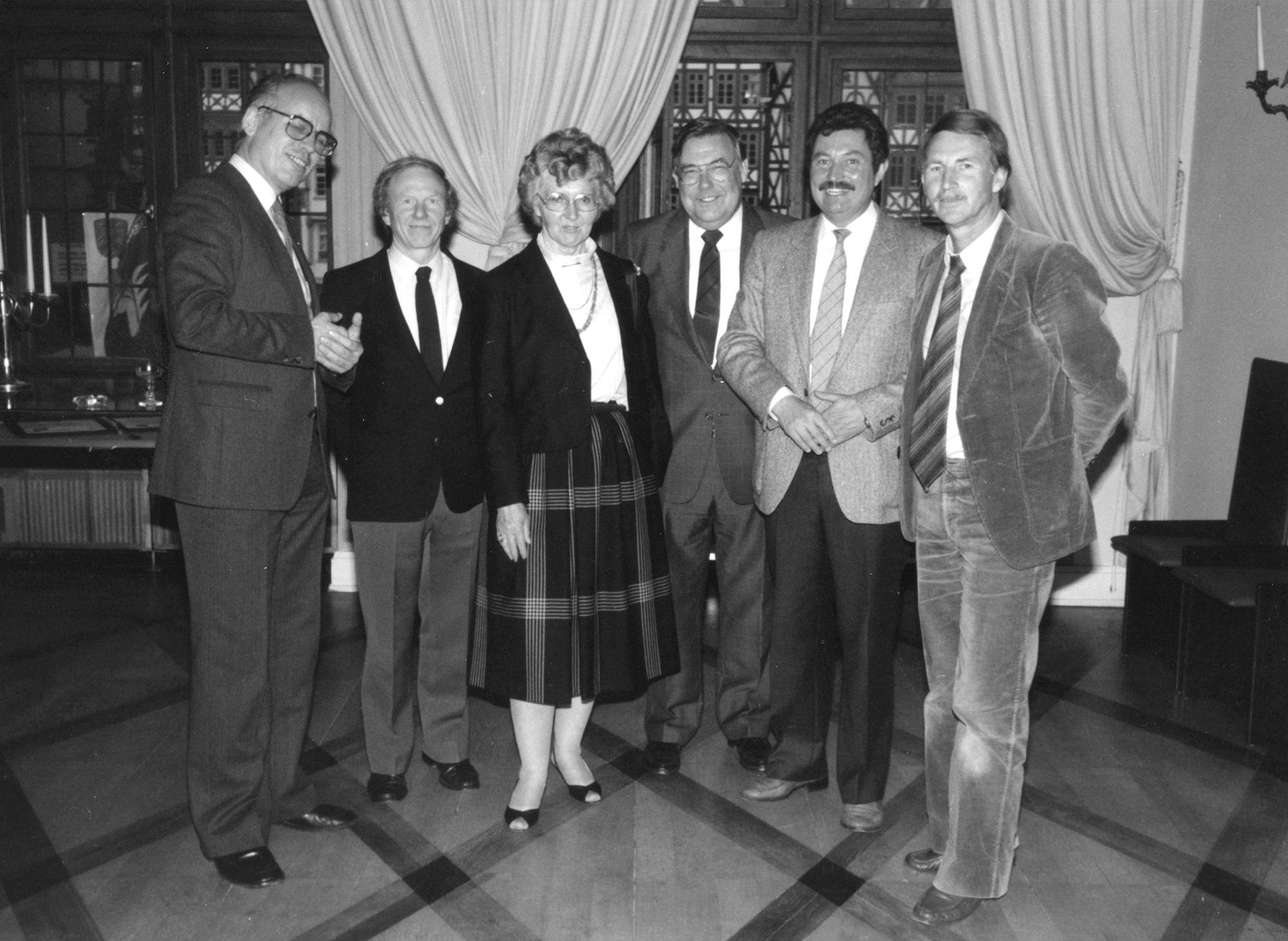 Marianne Englert 1984 in Frankfurt (mit Prof Franz VdA Vorsitzender Gerhard Mantwill Englert Schütz Heiner Schmitt Gustav Mohrlüder)