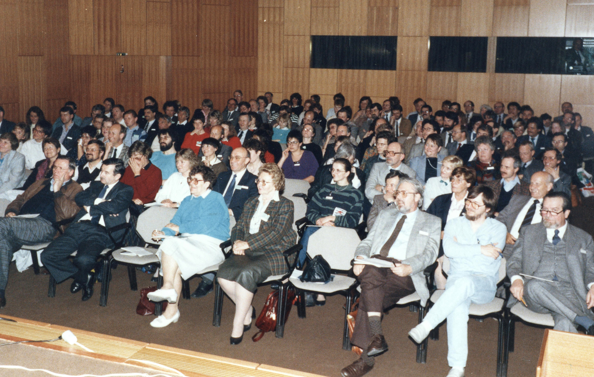 Marianne Englert 1988 in Stuttgart (in der ersten Reihe Alfred Pressl Anni Anders Englert ganz rechts Herbert Hess)
