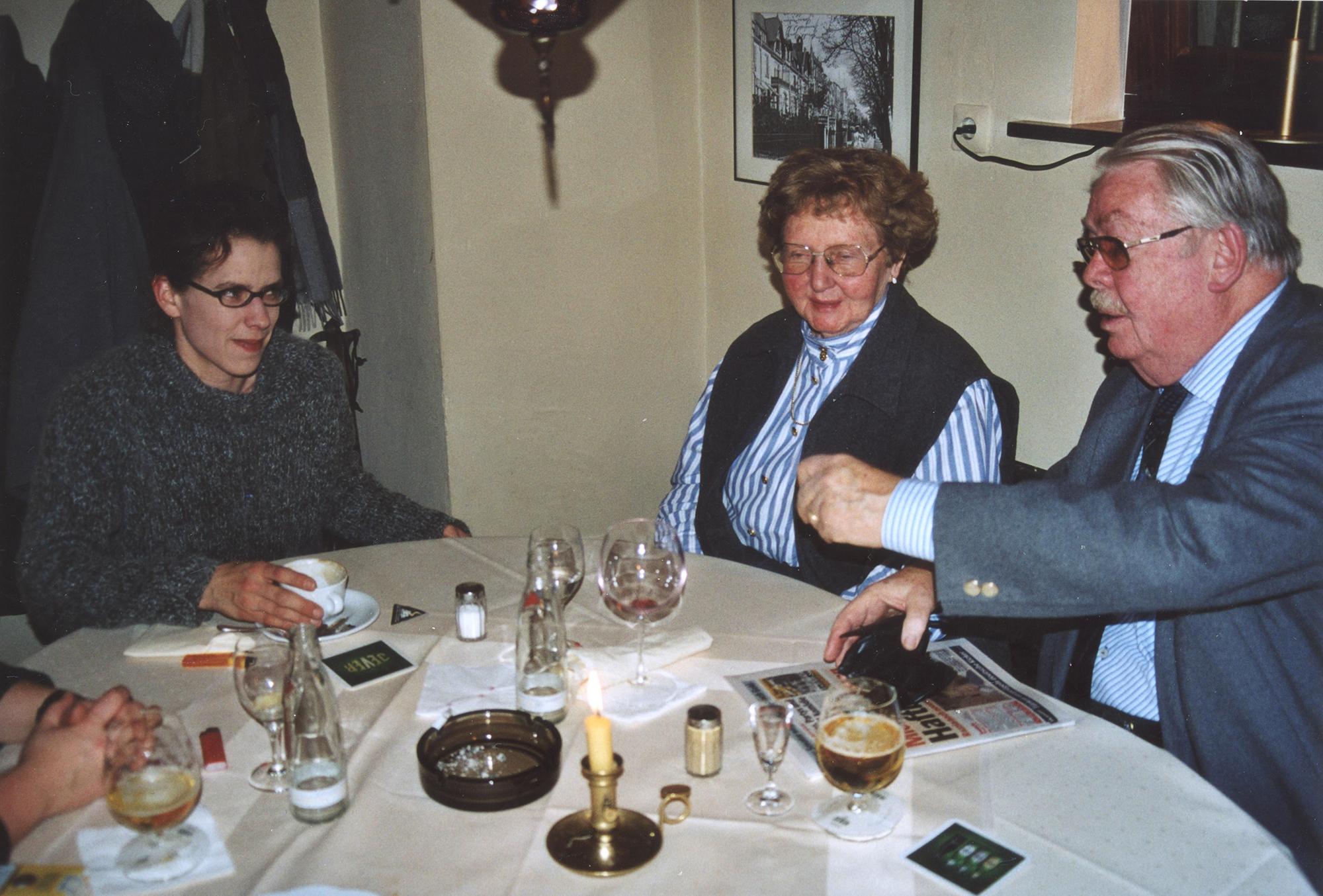Marianne Englert 2000 (mit Uta Rosenfeld und Herrn Reese)