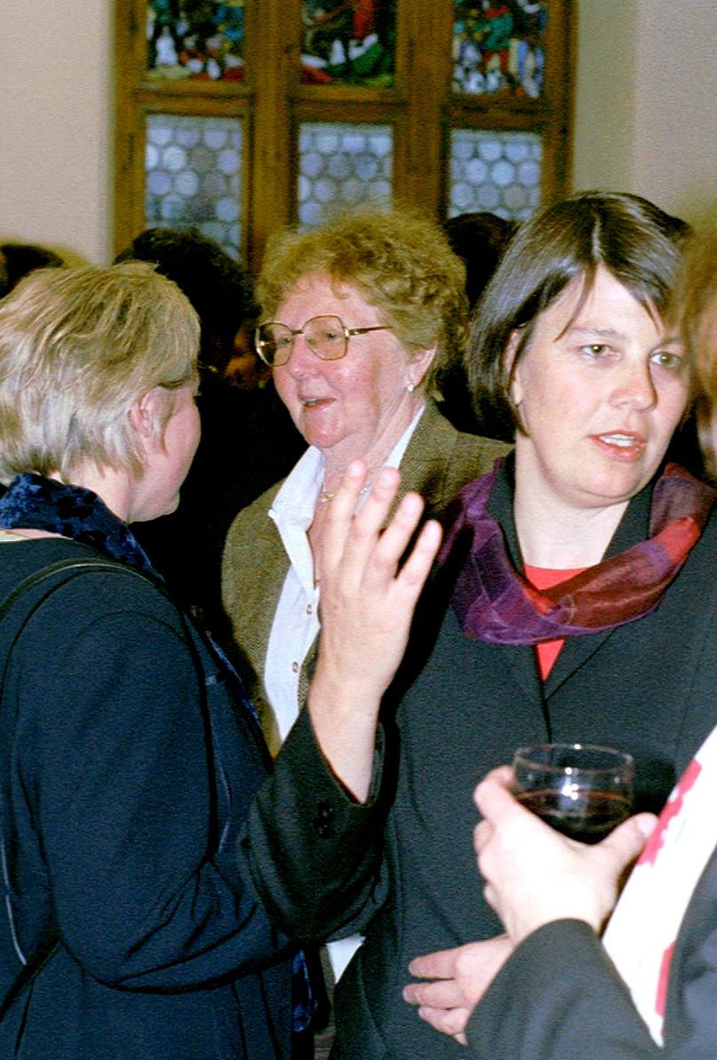 Marianne Englert  2002 in Ravensburg (mit Annemarie Schoch, Munzinger Archiv)