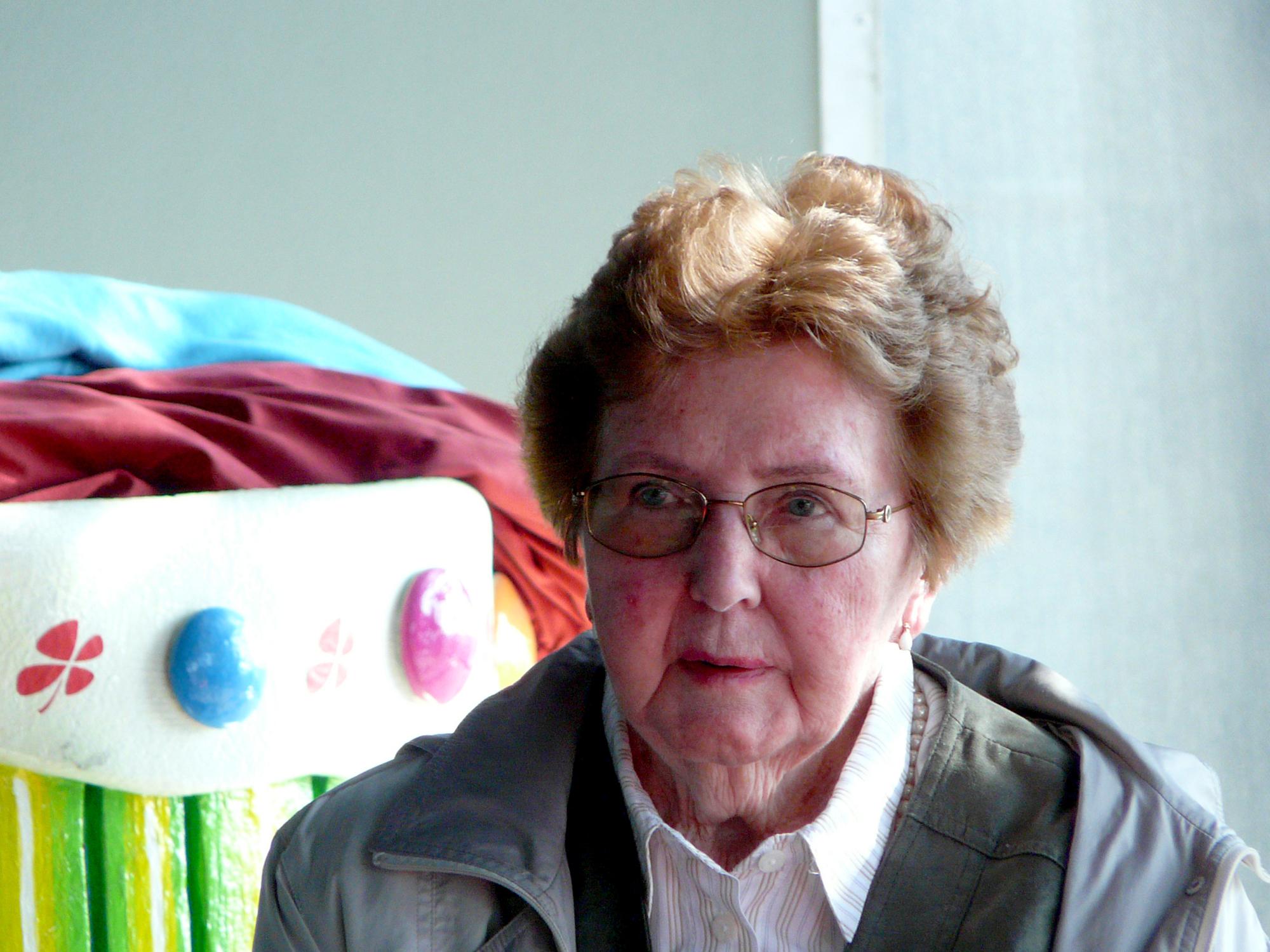 Marianne Englert 2009 in Frankfurt bei einer Führung